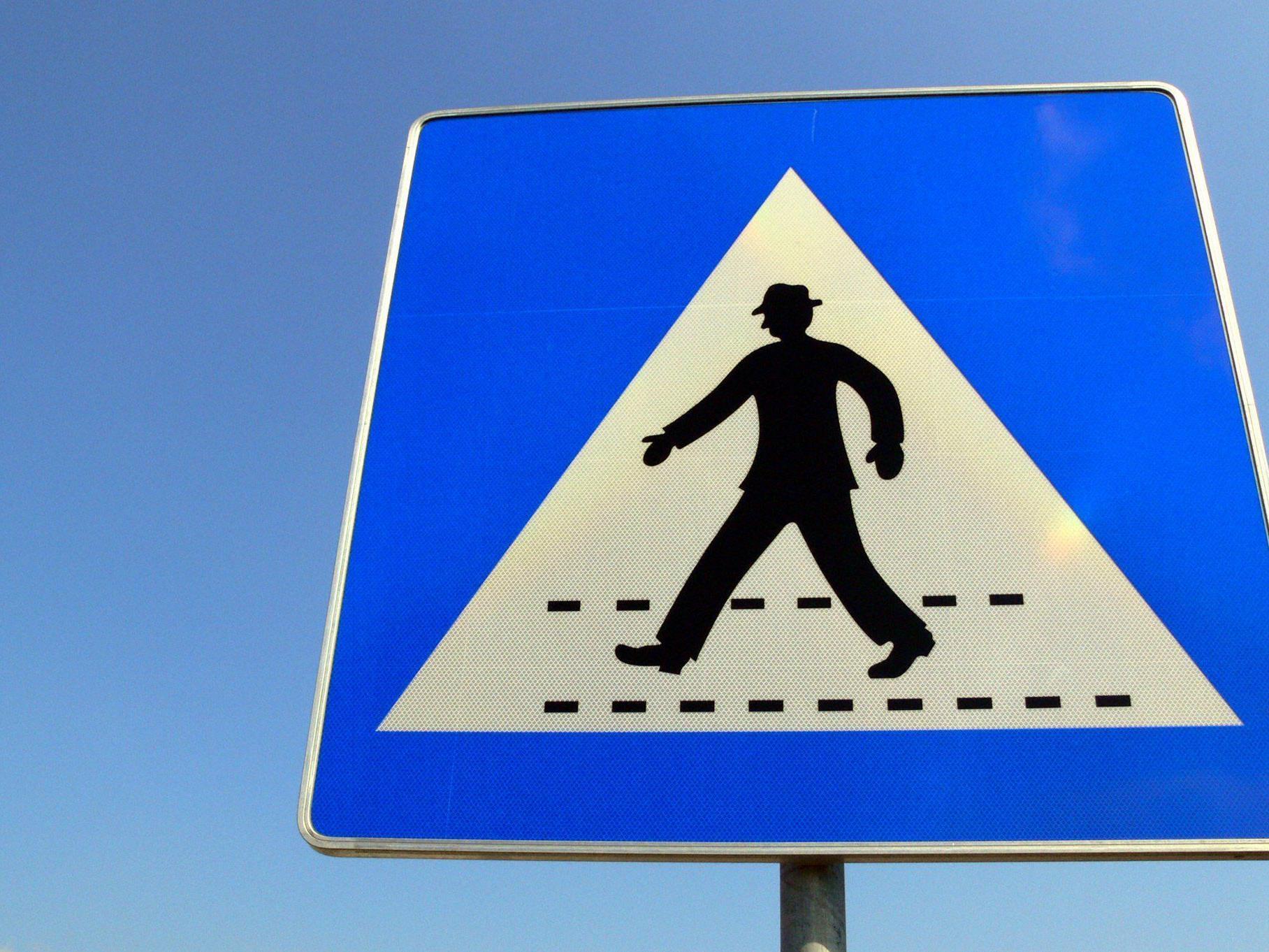 Auf Schutzweg gegen Auto geprallt