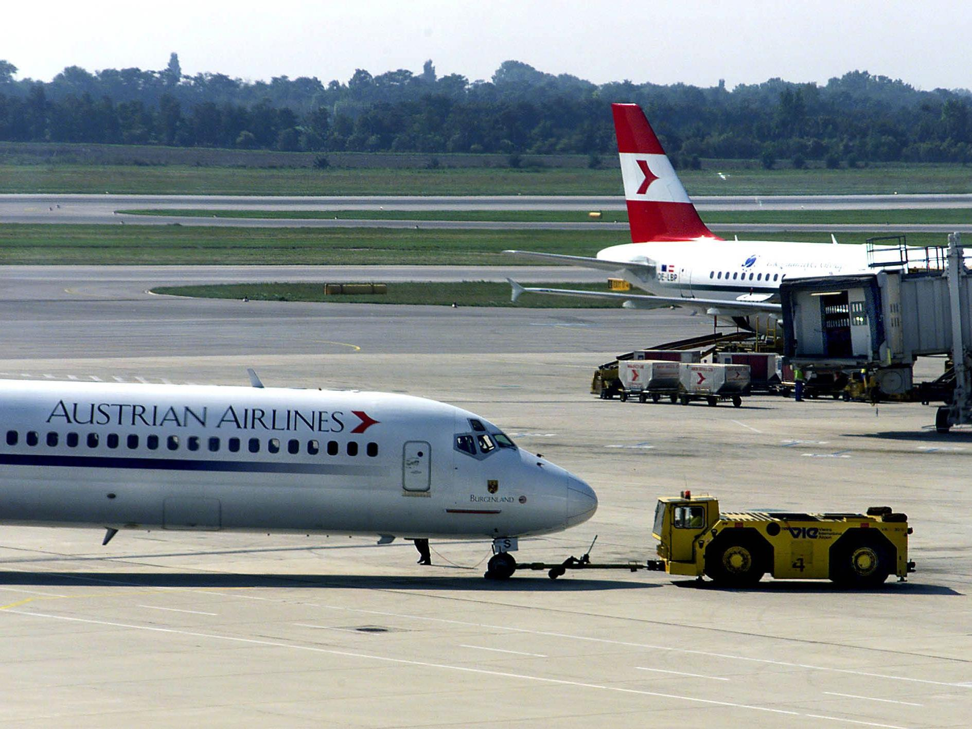 Eine Boeing 777 der AUA nach Bangkok wurde bei der Beladung beschädigt.