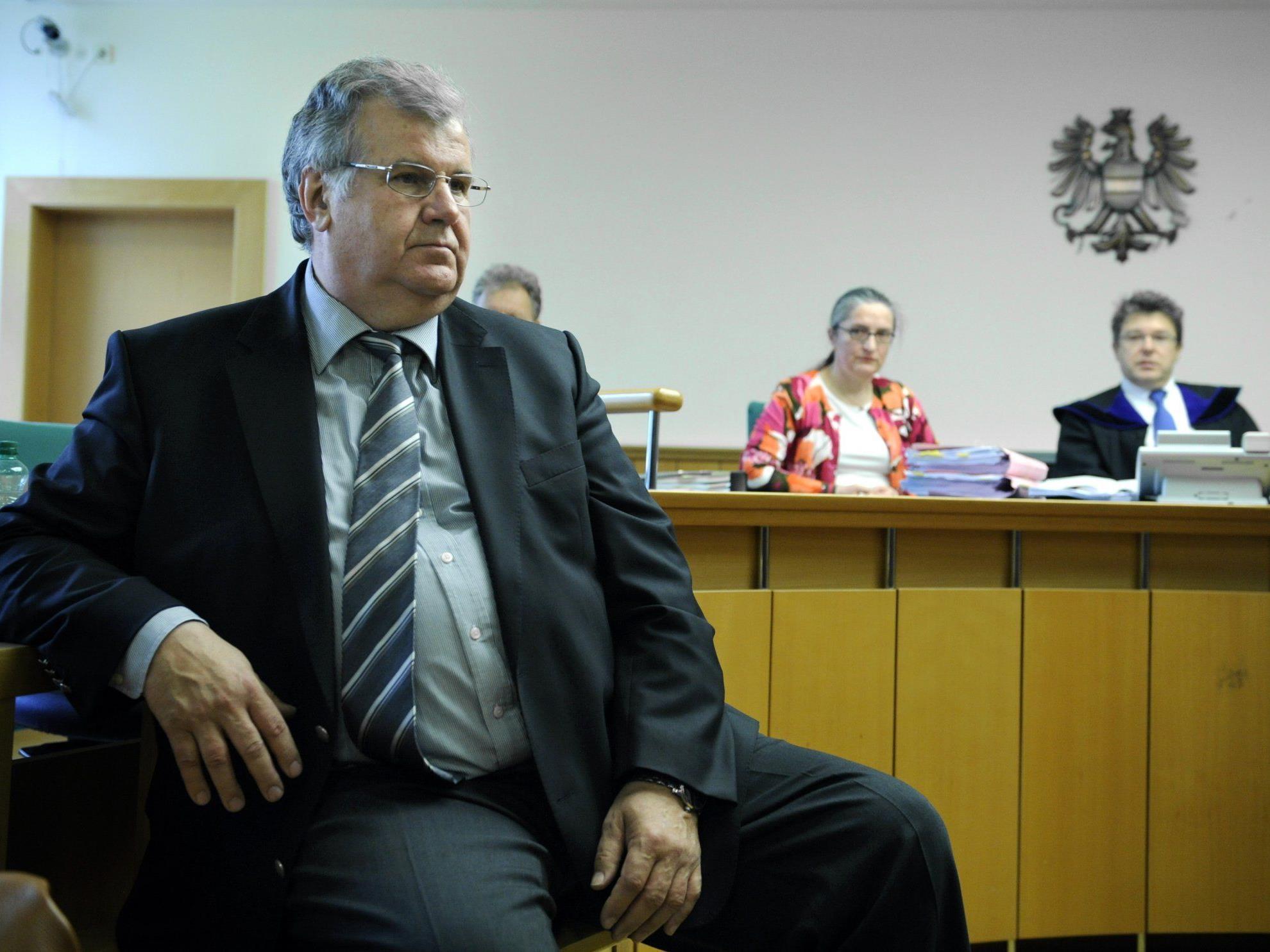 Der langjährige Generalsekretär des Österreichischen Olympischen Komitees (ÖOC), Heinz Jungwirth muss sich seit Montag vor Gericht verantworten.