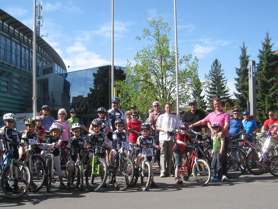 50 Harderinnen und Harder nahmen an der Sternfahrt zum Radfrühling in Schwarzach teil.