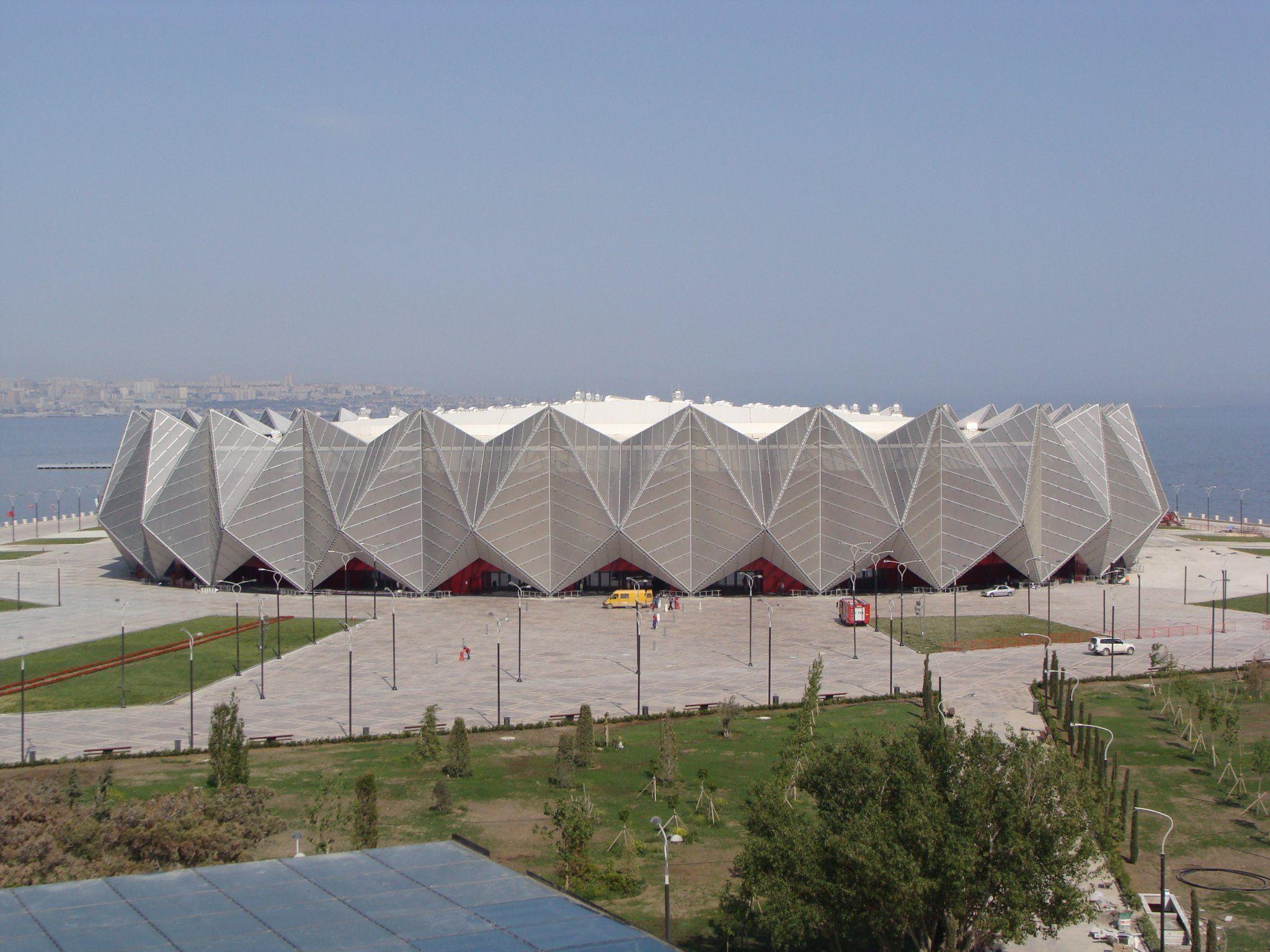 In der Crystal Hall in Baku ging der Song Contest über die Bühne. Der Bürgermeister aus Freistadt ließ sich die 4.700 Euro teure Reise nach Baku sponsern.