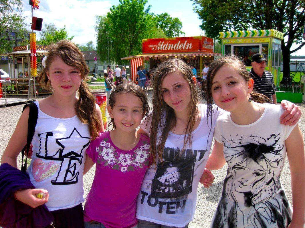 Fabienne, Aysha, Lara und Dzhanati hatten sehr viel Spaß zusammen beim Funkenplatz