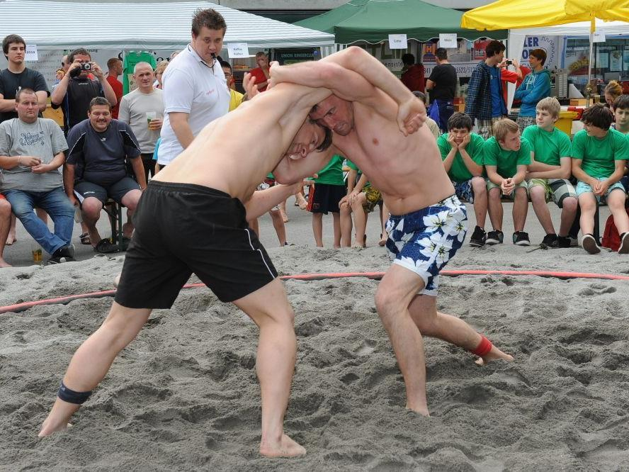 Neben Partystimmung werden auch tolle Kämpfe beim Beach Wrestling das Vereinsjubiläum begleiten.