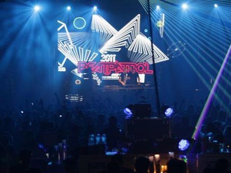 Armin van buuren, Avicii und Calvin Harris spielen am Beatpatrol 2012.