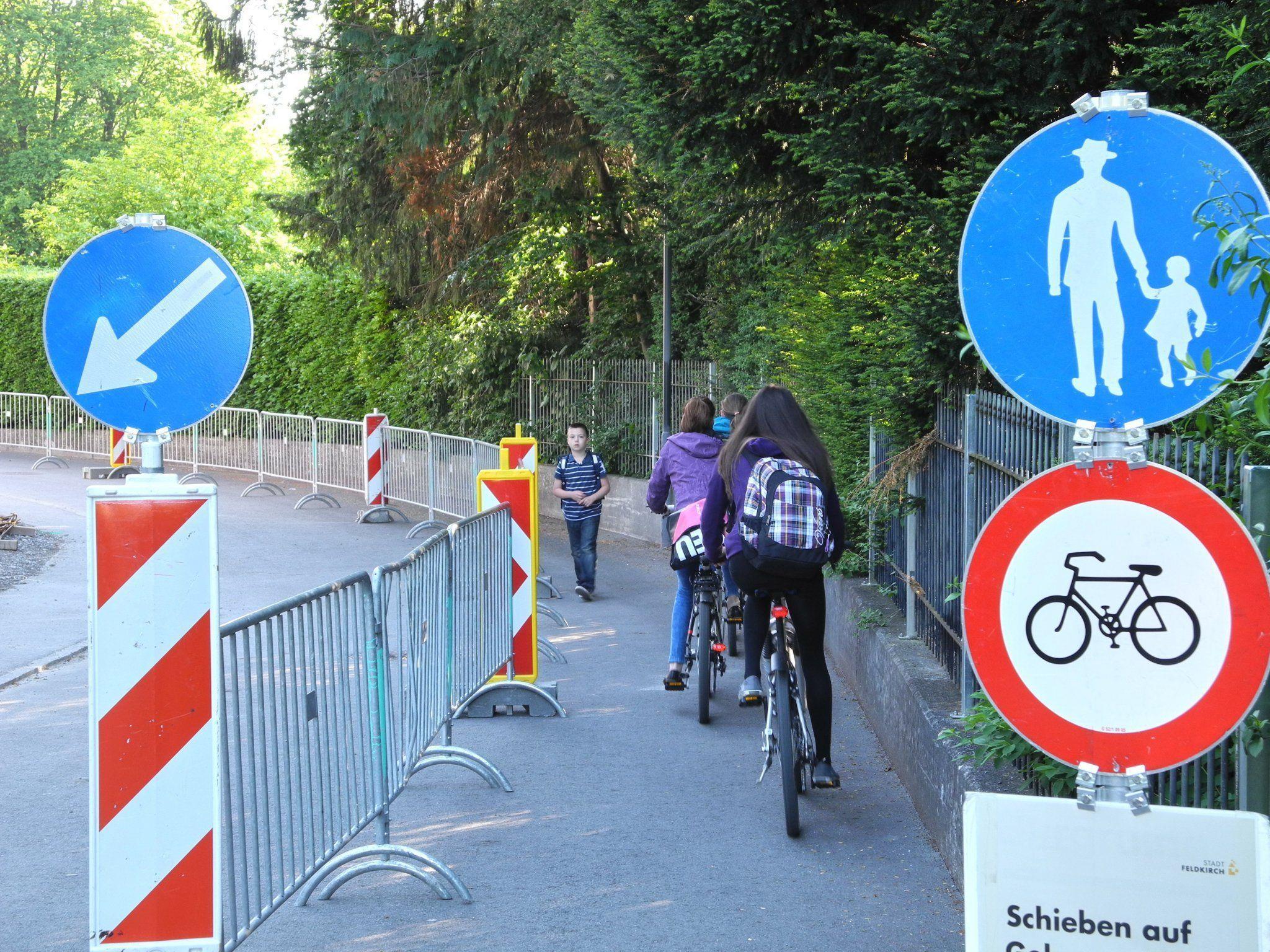 Wenig Platz gibt es für ein Nebeneinander von Fußgängern und Radlern in der Fidelisstraße