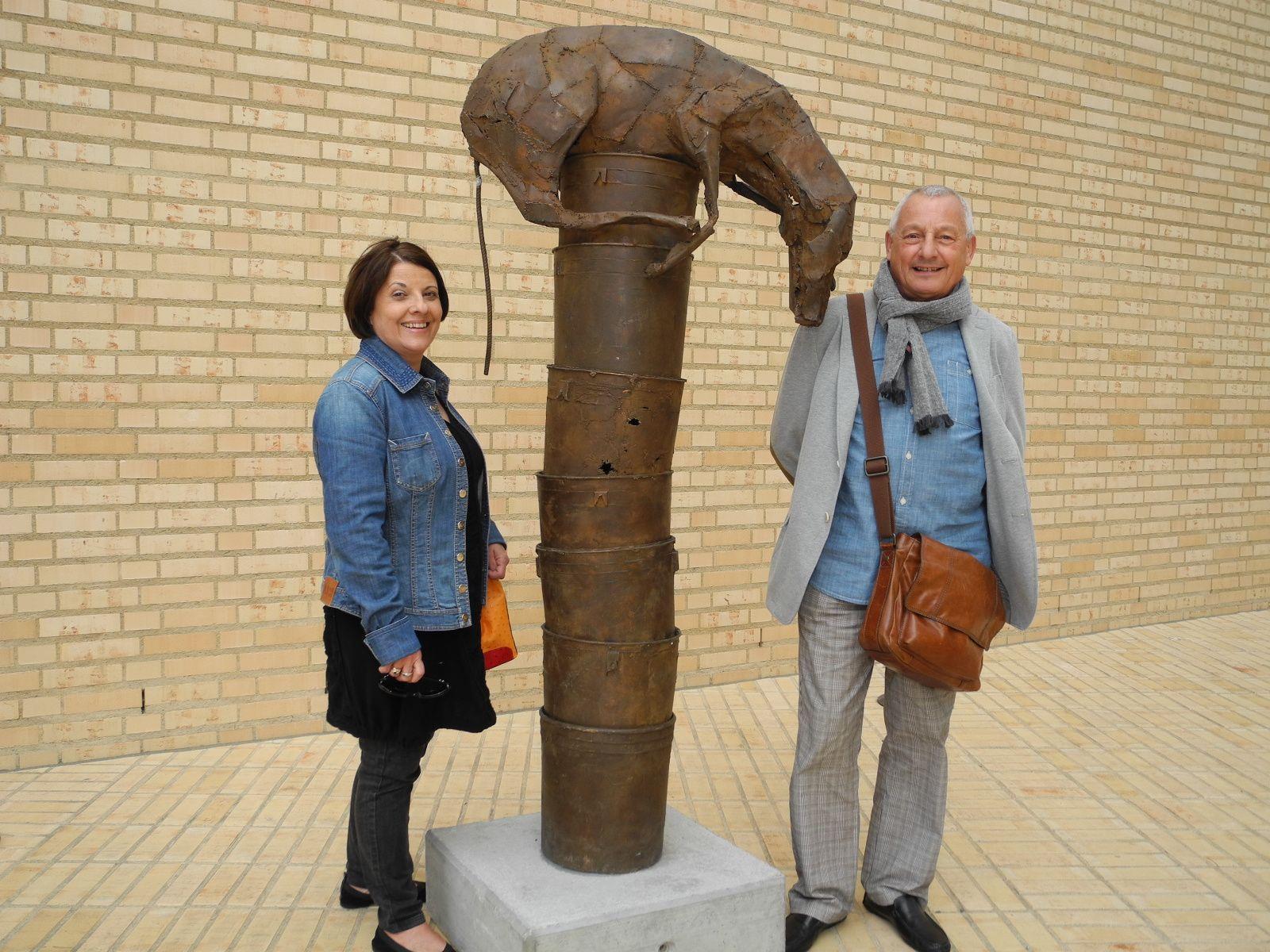 Das Galeristenpaar Dolores und Werner Gamper im Skulpturenpark Bad RagARTz in Vaduz
