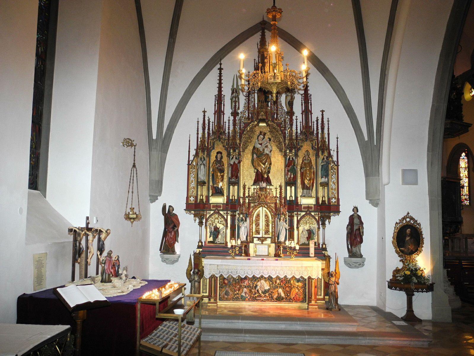 Maiandacht in der Marienkappelle des Dom, im Bild der Marienaltar mit dem Gnadenbild von Feldkirch