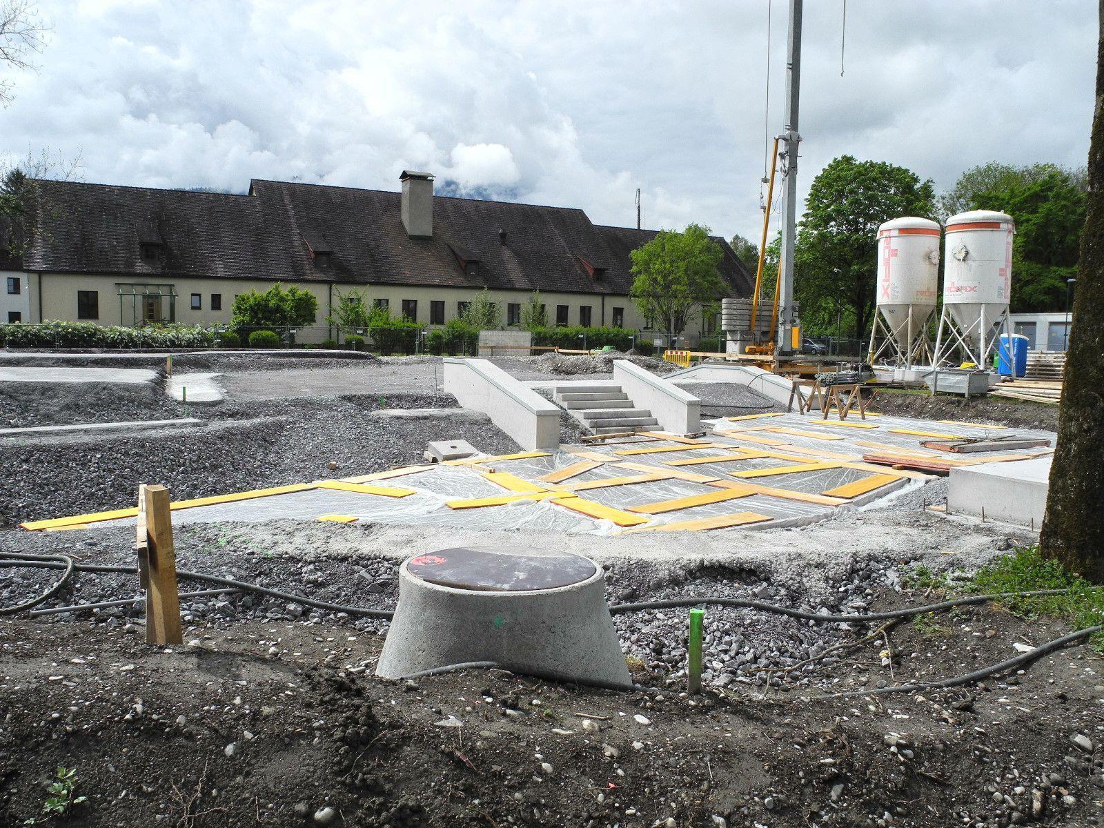 Auf diesem Bild sind deutlich die anspruchsvollen Betonierarbeiten für den künftigen Skaterpark erkennbar