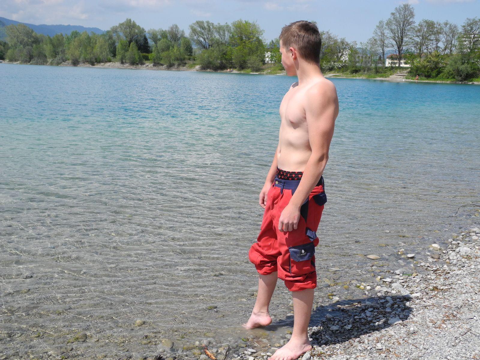 Die Prüfung der Wassertemperatur entsprach diesem Badegast anscheinend nicht!
