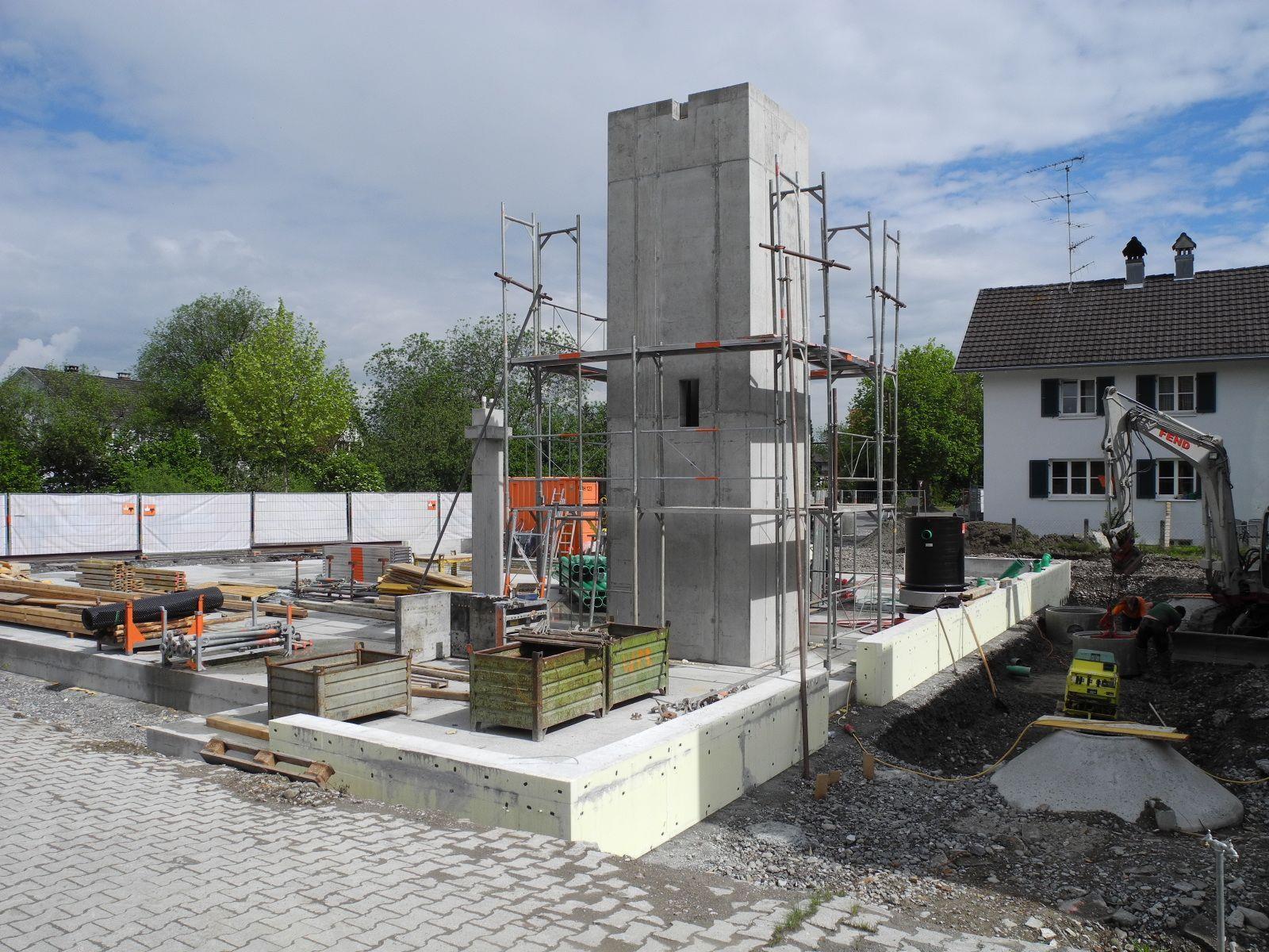 Die Betonarbeiten sind für das neue Pfarrzentrum Altenstadt abgeschlossen, mit dem Verlegen der Ver- und Entsorgungsleitungen wurde bereits begonnen