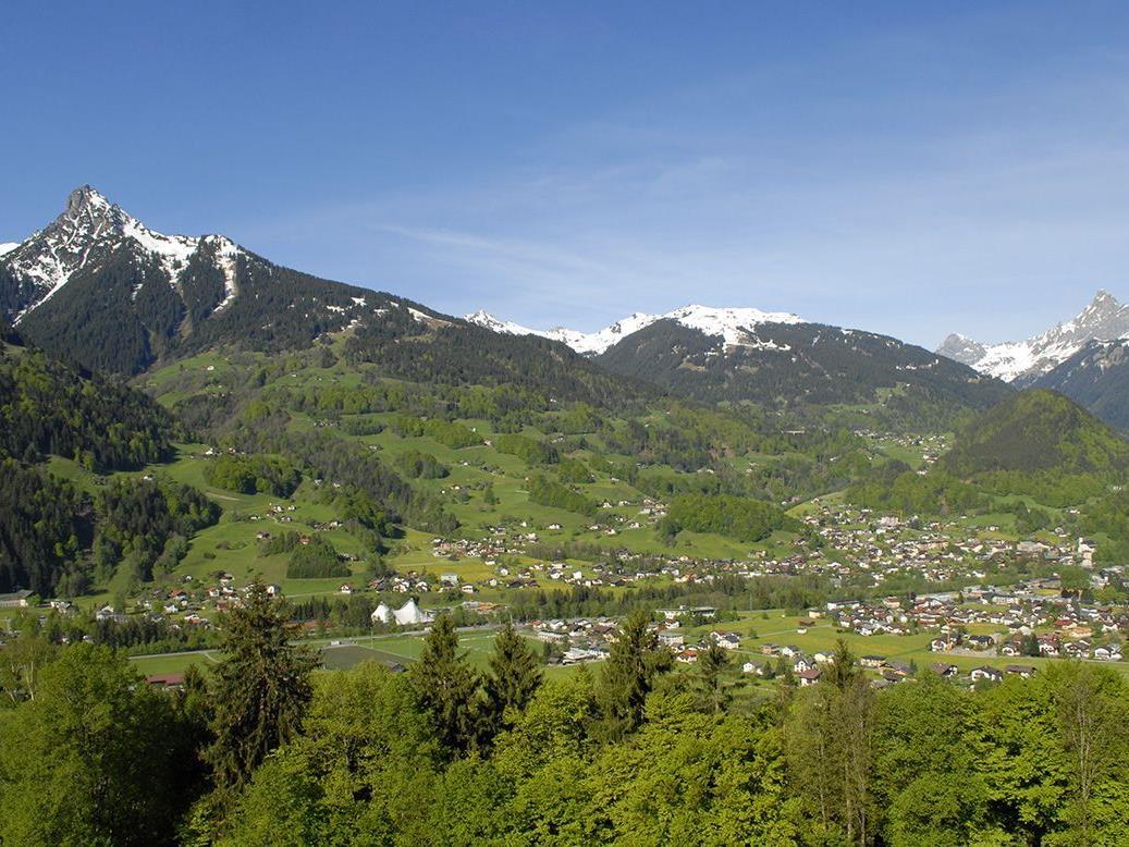 Blick von Schruns-Hof nach Tschagguns am 10. Mai 2012.