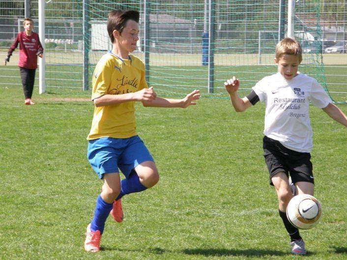 Starke Leistung von SC Bregenz U13 (in weiß) gegen Feldkirch.