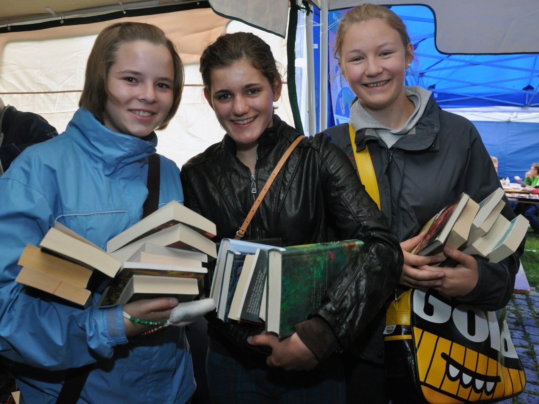 Beim Bücherflohmarkt gibt es Lesefutter für große und kleine Bücherfreunde.