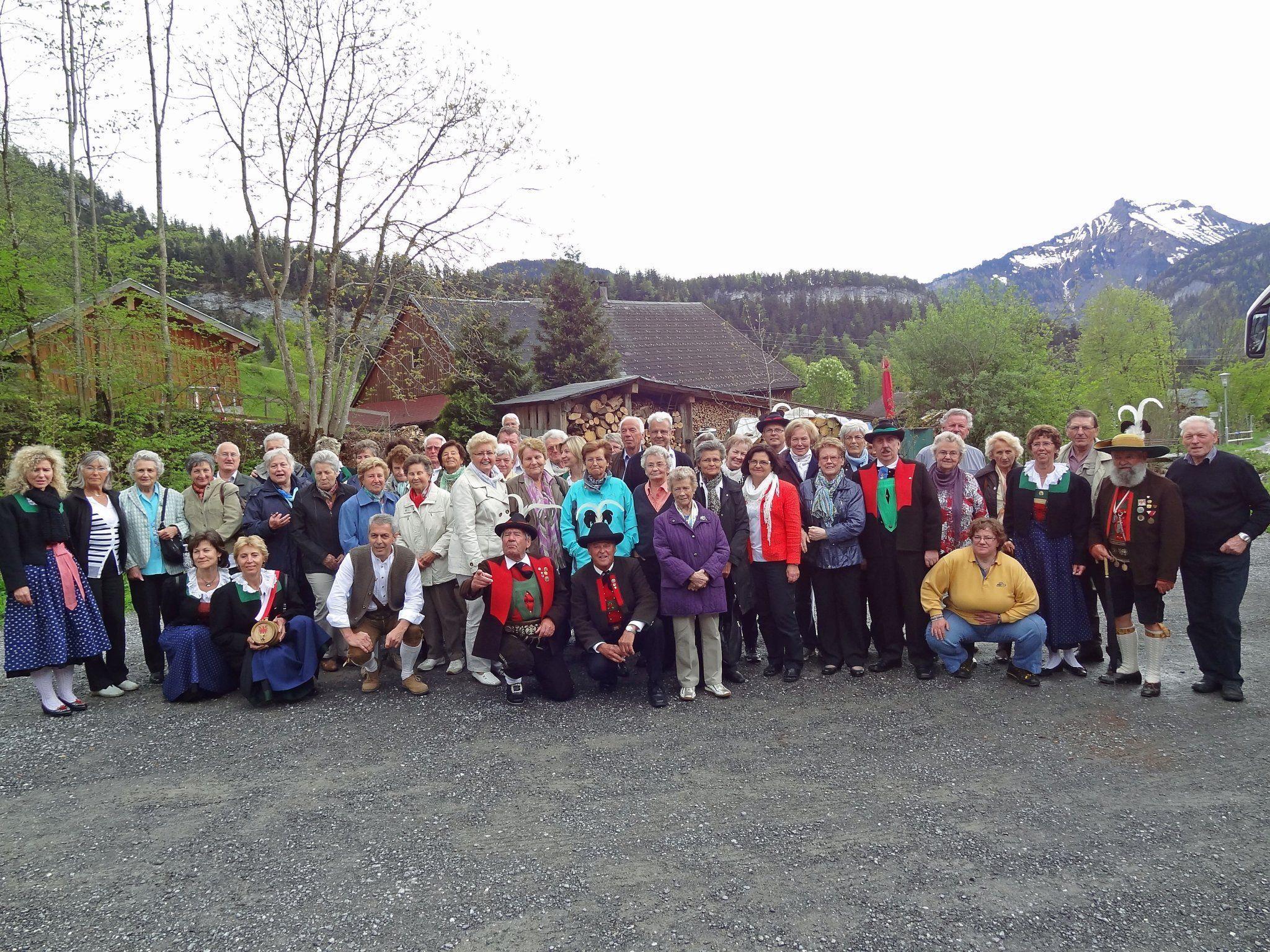 gut gelaunte Teilnehmer des Muttertagsausfluges in Bezau