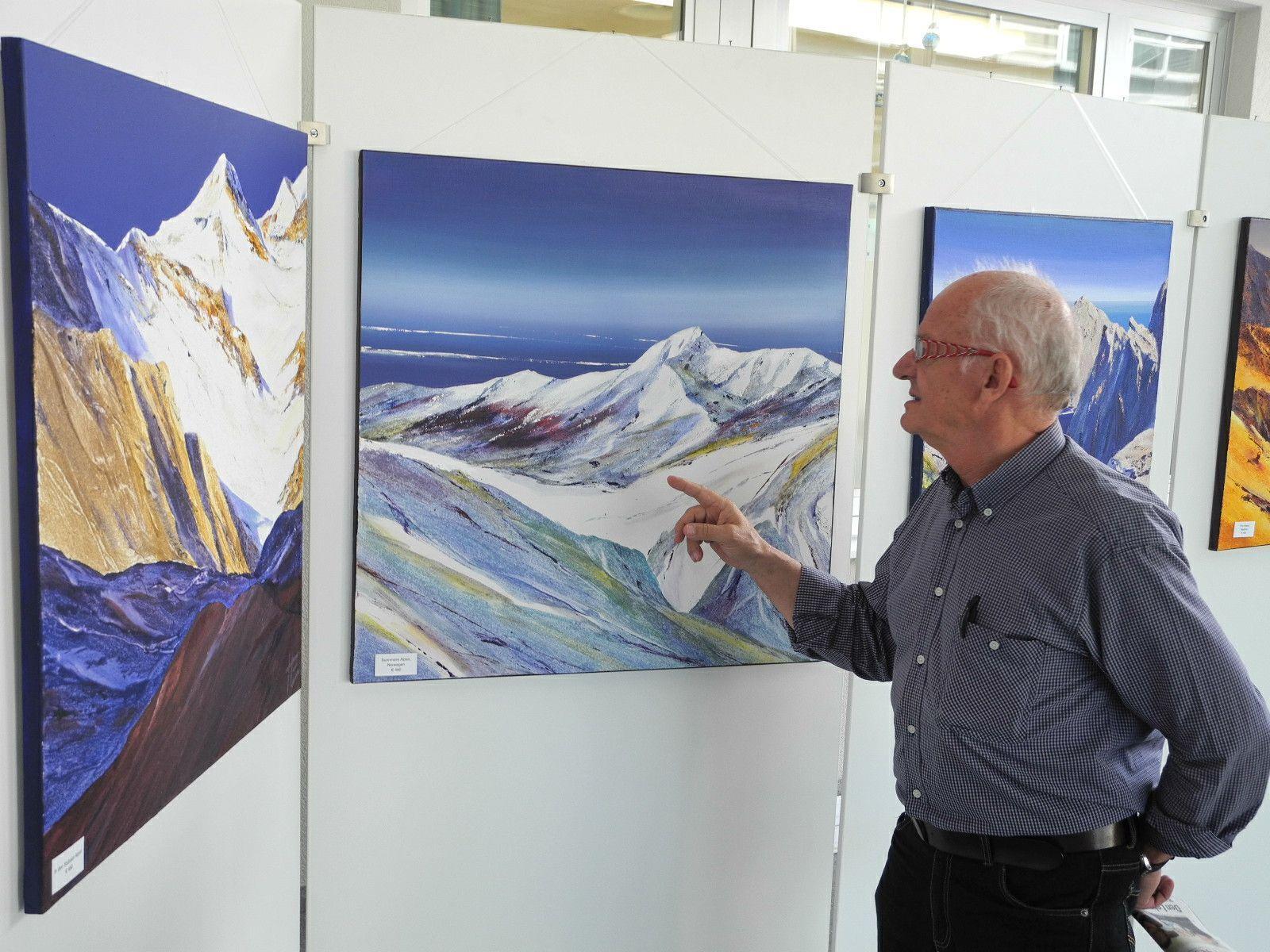 Ein begeisterter Besucher der Ausstellung im LKH