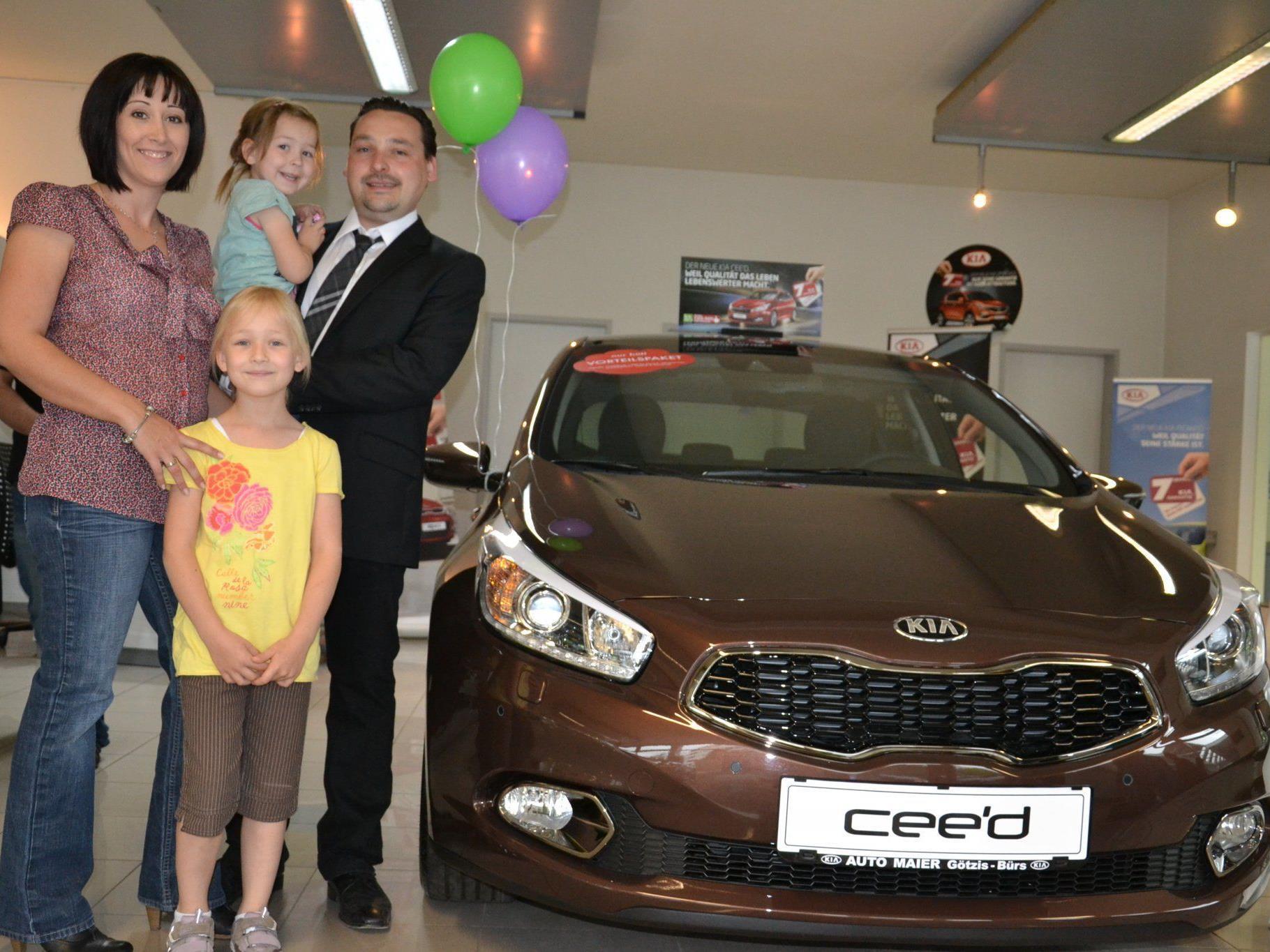 Familie Maier freute sich über die Neueröffnung in Bürs: GF Thomas Maier mit Bettina, Olivia & Marlene