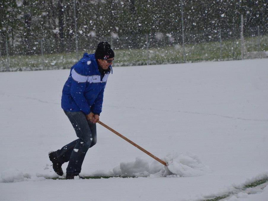 Auch der Einsatz von Trainer Thomas Zottele half nichts - das Spiel musste abgesagt werden.