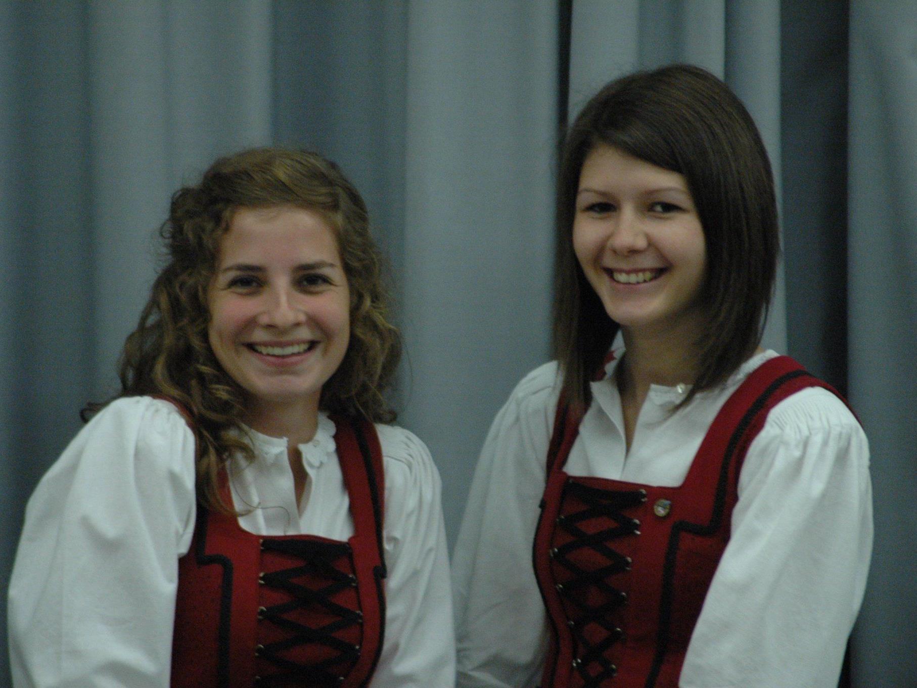 Spielen auch bei der Schützenmusik stark. FC Sulz Kapitän Sara Zimmermann (li) und die dreifache Torschützin Nadine Hatzer.