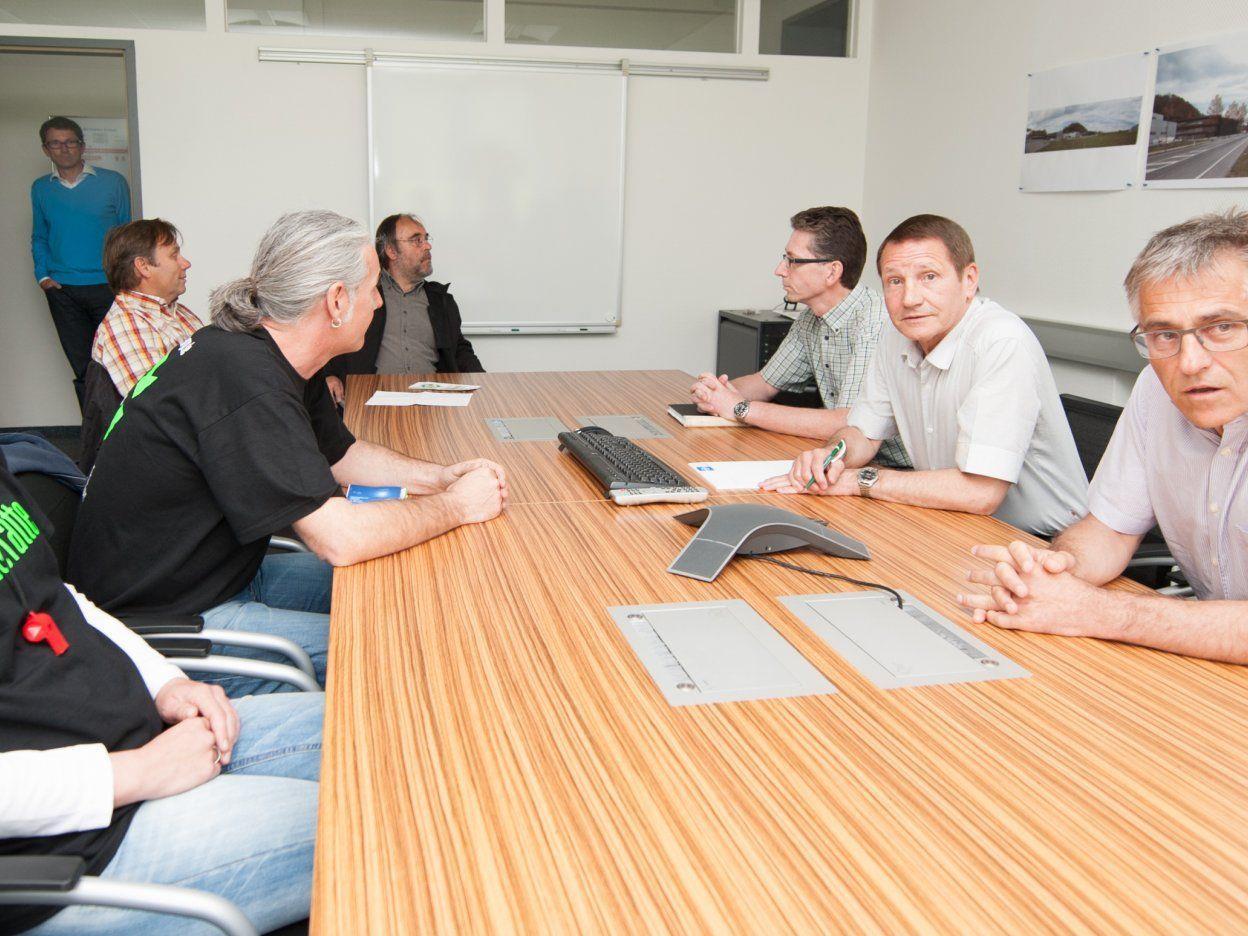 Nach den Protestkundgebungen gab es ein fast zweistündiges Treffen mit den Geschäftsführern Michael und Karl Loacker.