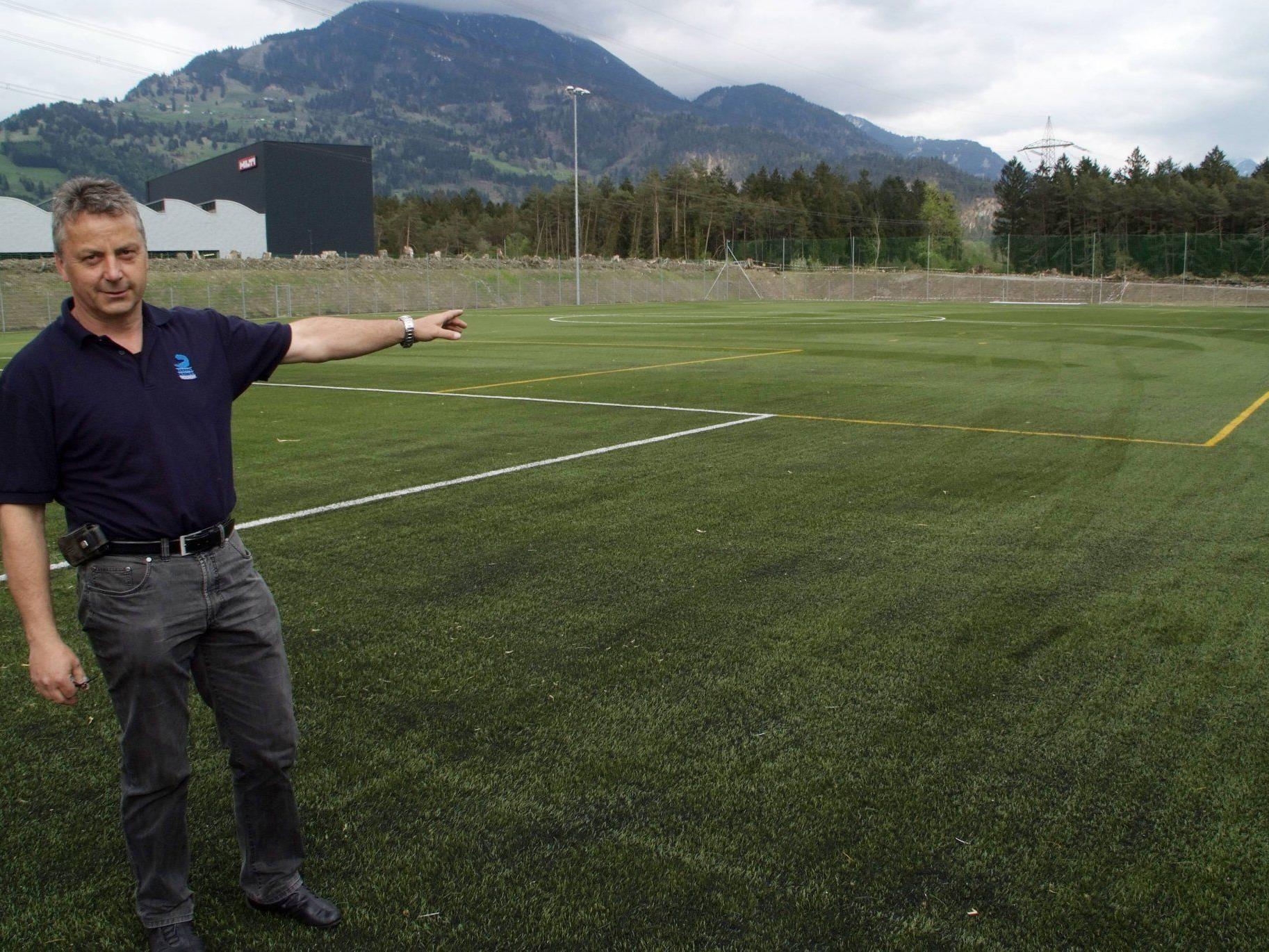 Obmann Edgar Weber gibt grünes Licht für den Trainingsbetrieb auf der neuen Anlage.