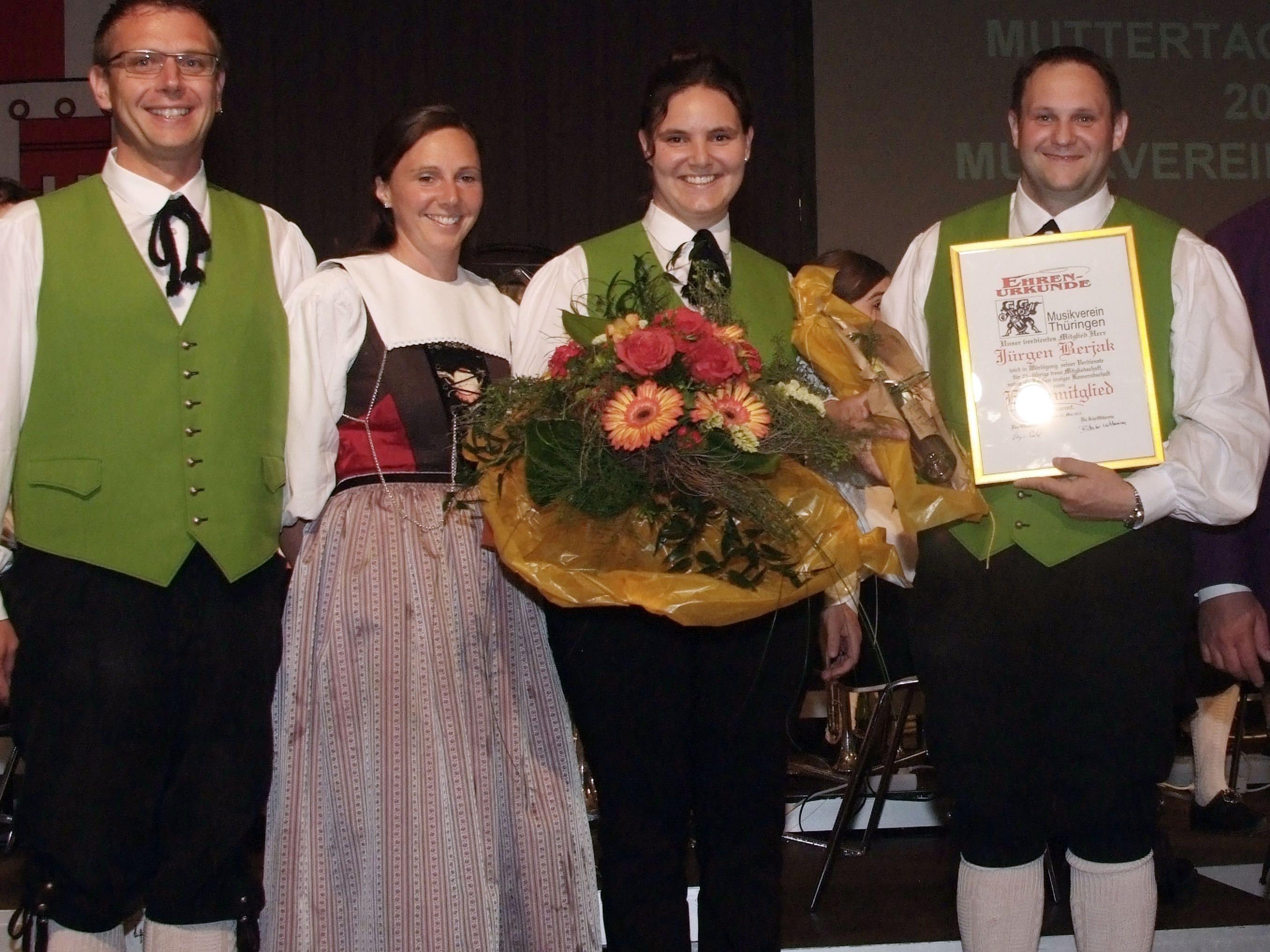 v.li. Vizeobmann Roland Köfler mit Regine, Henriette und Jürgen Berjak.