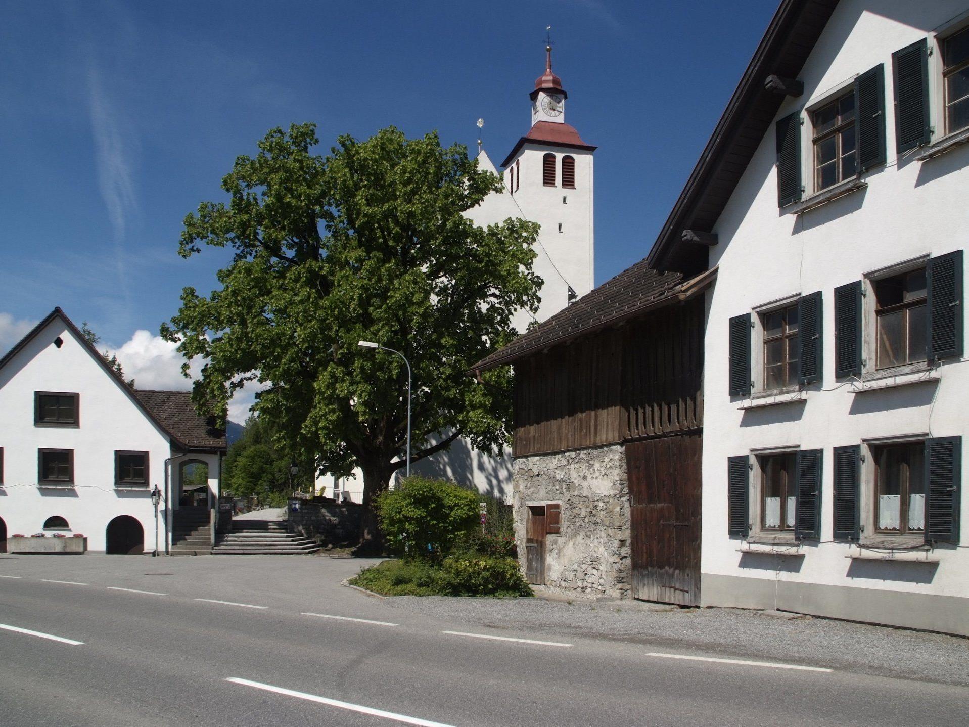 Die 117 Jahre alte Linde vor der Pfarrkirche zeigte Ermüdungserscheinungen.