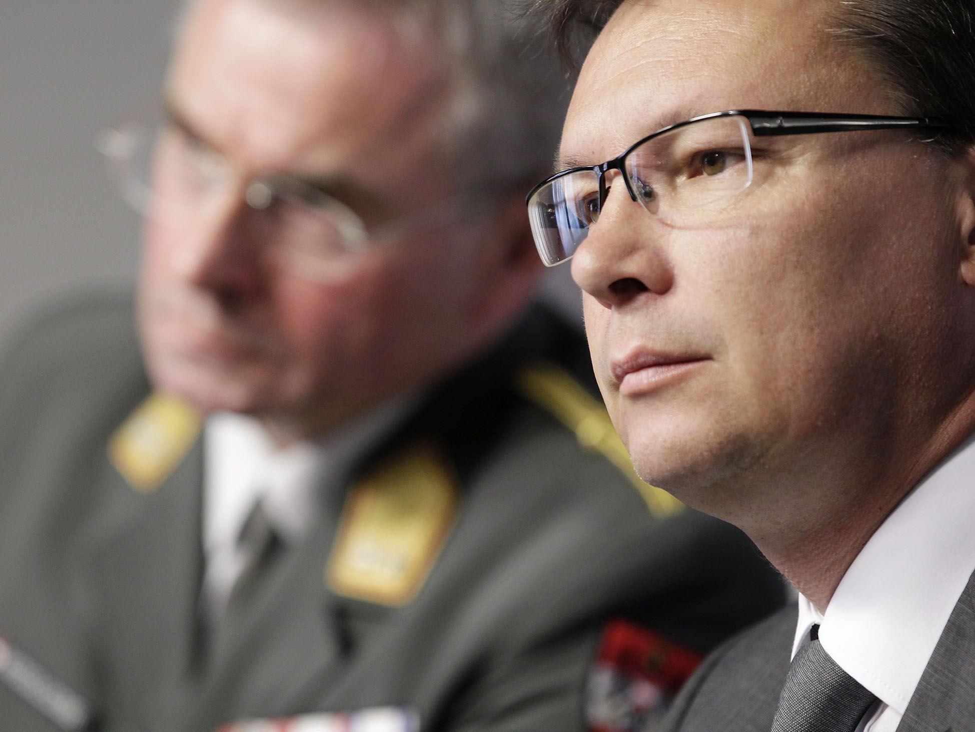 Viele Mitarbeiter des Verteidigungsministeriums sitzen zuhause - bei vollen Bezügen.