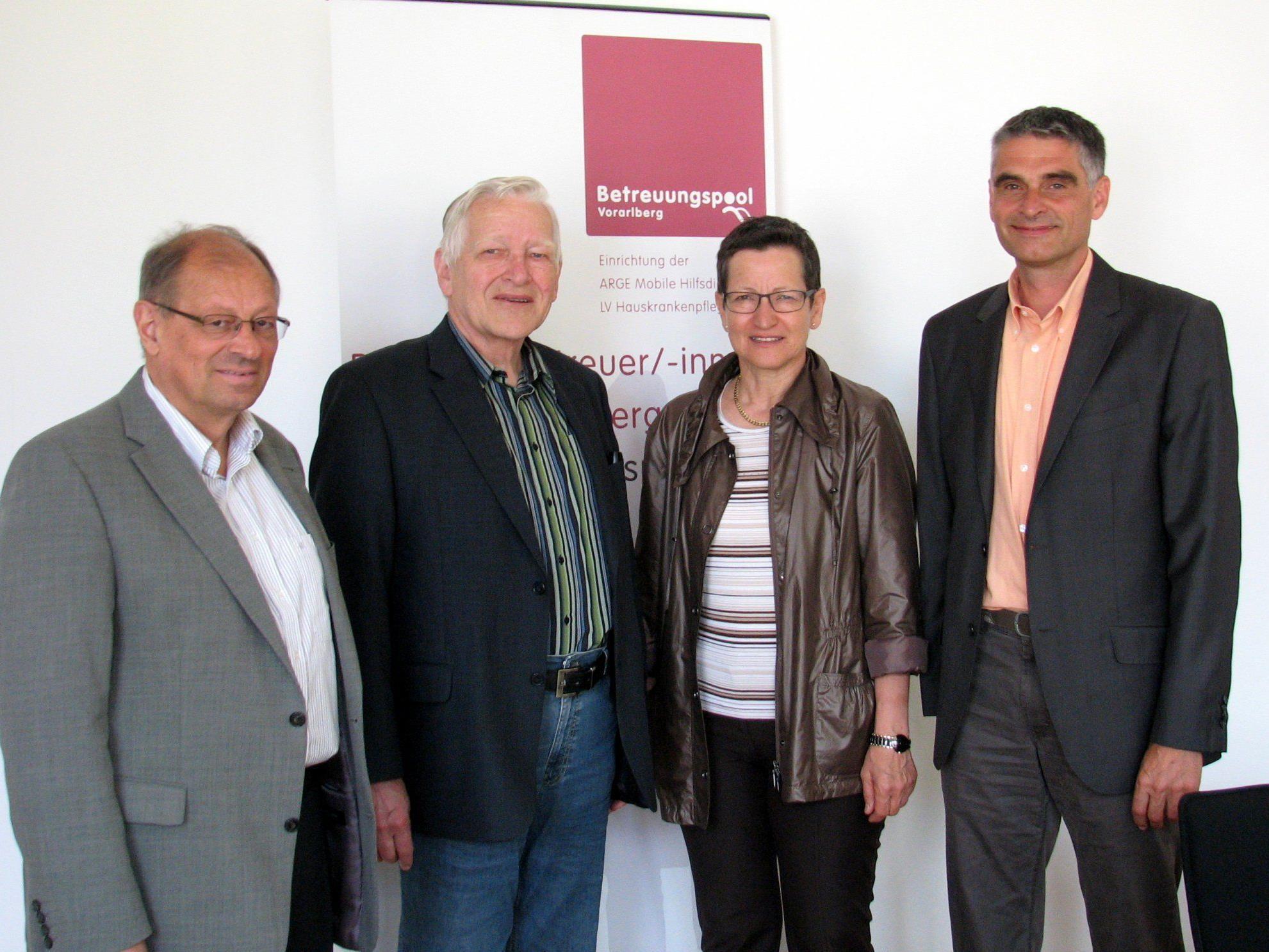(v.l.) Herwig Thurnher (Hauskrankenpflege), Willi Hagleitner (Arge Mohi), Landesrätin Greti Schmid, Betreuungspool-Geschäftsführer Harald Panzenböck.