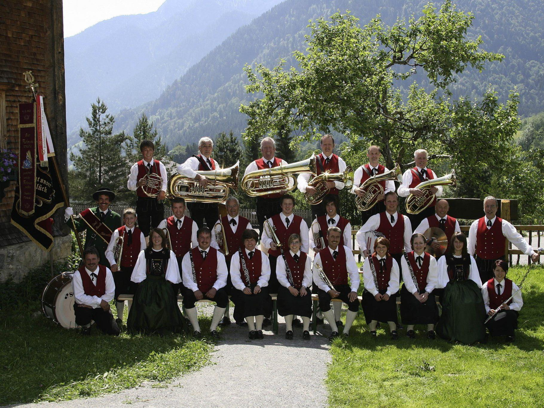 Dorfmusik - zu Pfingsten in neuer Frauentracht