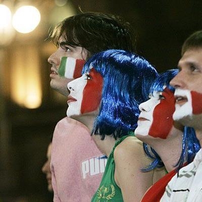 Fußball-Fans zelebrieren gerne Großevents wie die EM - hier zeigen etwa Fans der italienischen Mannschaft ihre Begeisterung