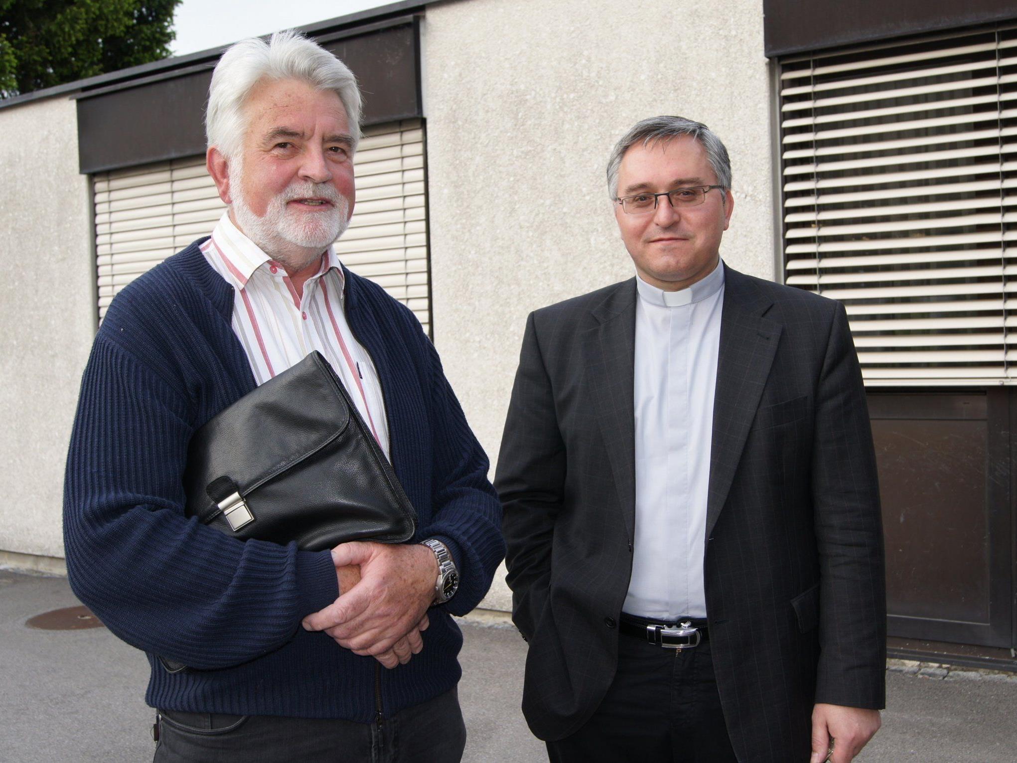 Der neue und alte Vorsitzende Edi Lusser mit Pfarrer Anton Cobzariu