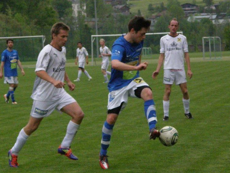 Markus Tantscher (li.) und Lucas Fetz (re.) schossen die Egger Tore.