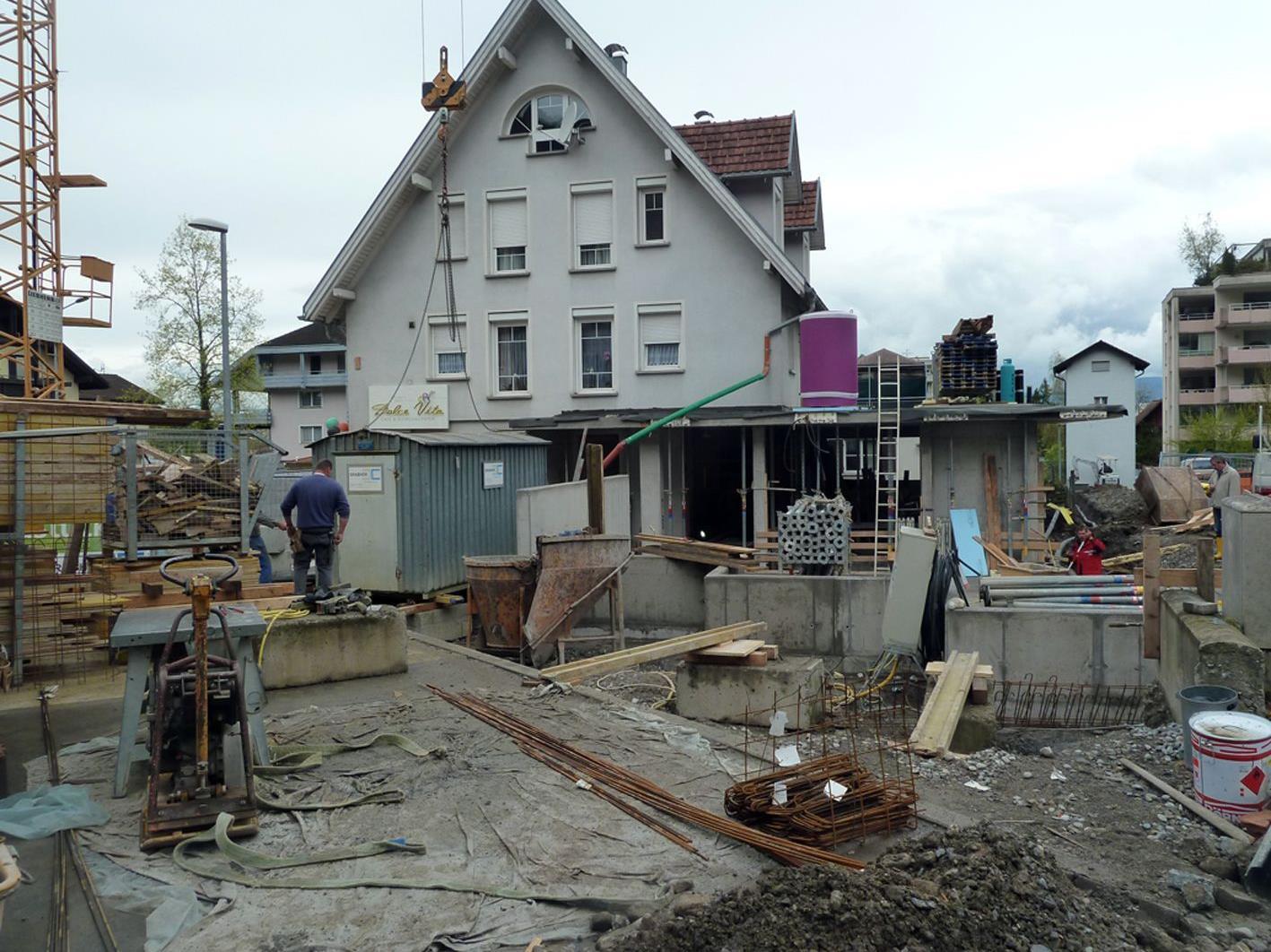 Die Bauarbeiten für die neue Eismanufaktur laufen auf Hochtouren.