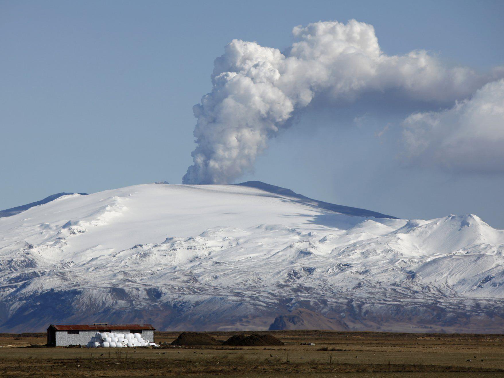 """Nicht nur der Eyjafjallajökull """"spuckt"""" Asche - ein Problem nicht nur für den Luftverkehr."""