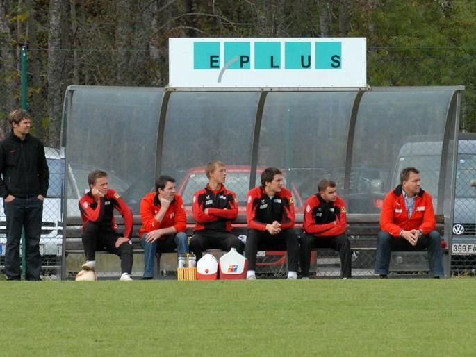 Franz Pircher (rechts) sitzt ab sofort nicht mehr auf der Betreuerbank des FC Egg