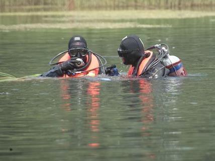 Die Lenkerin des am Montag in einem Kanal versunkenen Autos konnte nur mehr tot geborgen werden.