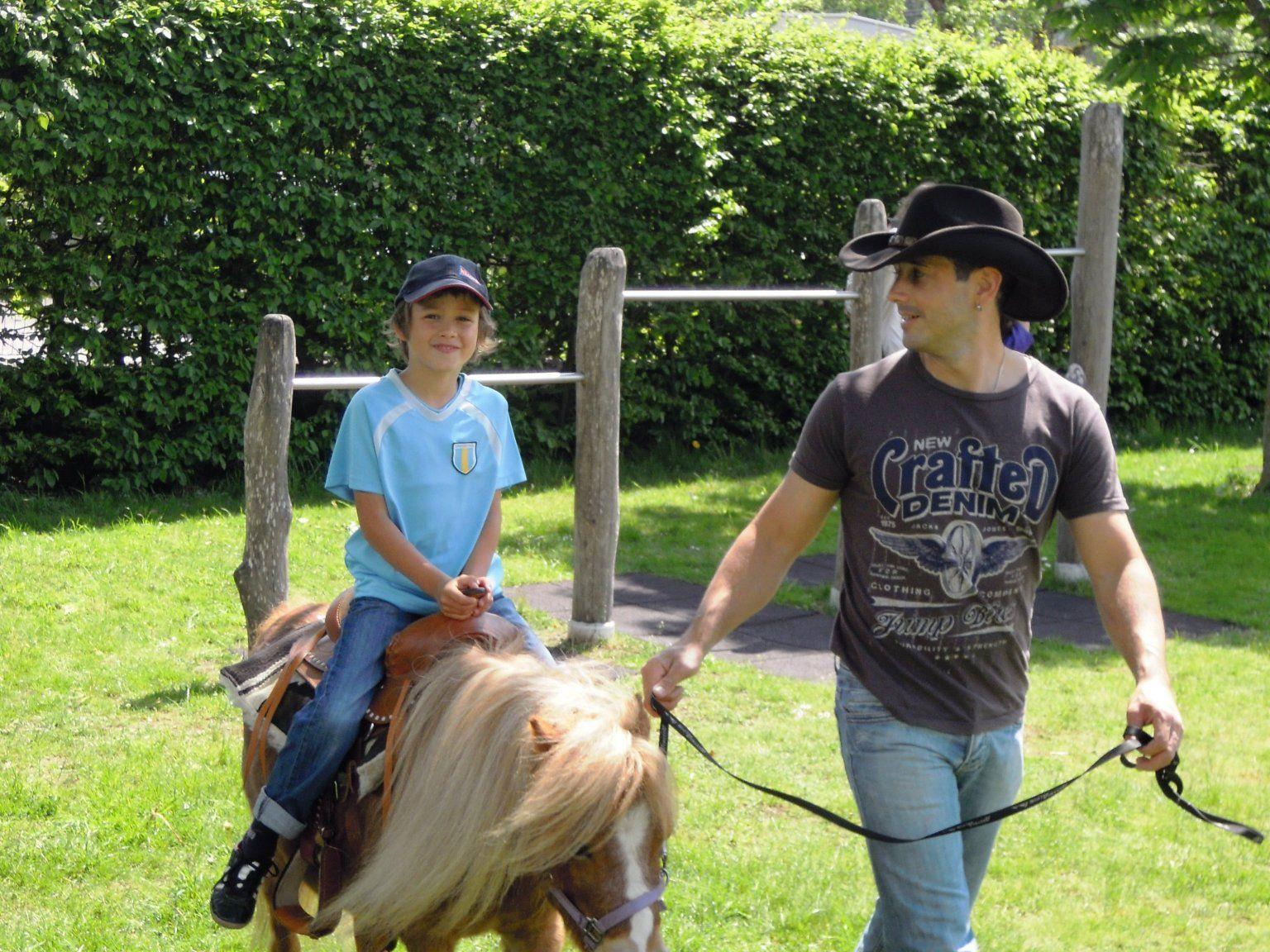 Großer Cowboy und Kleiner Danilo