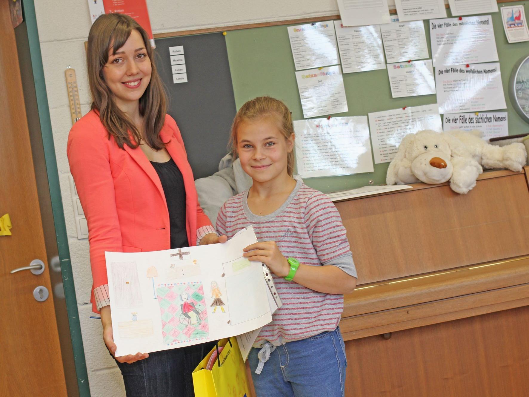 Jugendclub-Betreuerin Rebecca Reiner mit Klassensiegerin Lucy Valentini (VS Stadt).