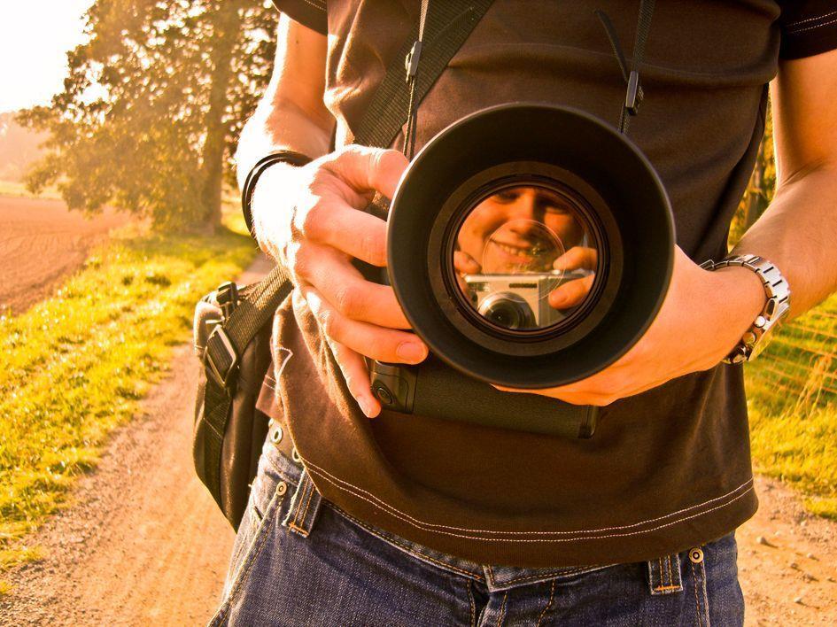 """Bis 15. August 2012 können Jugendliche beim Fotowettbewerb """"Junge Leute fragen"""" mitmachen."""
