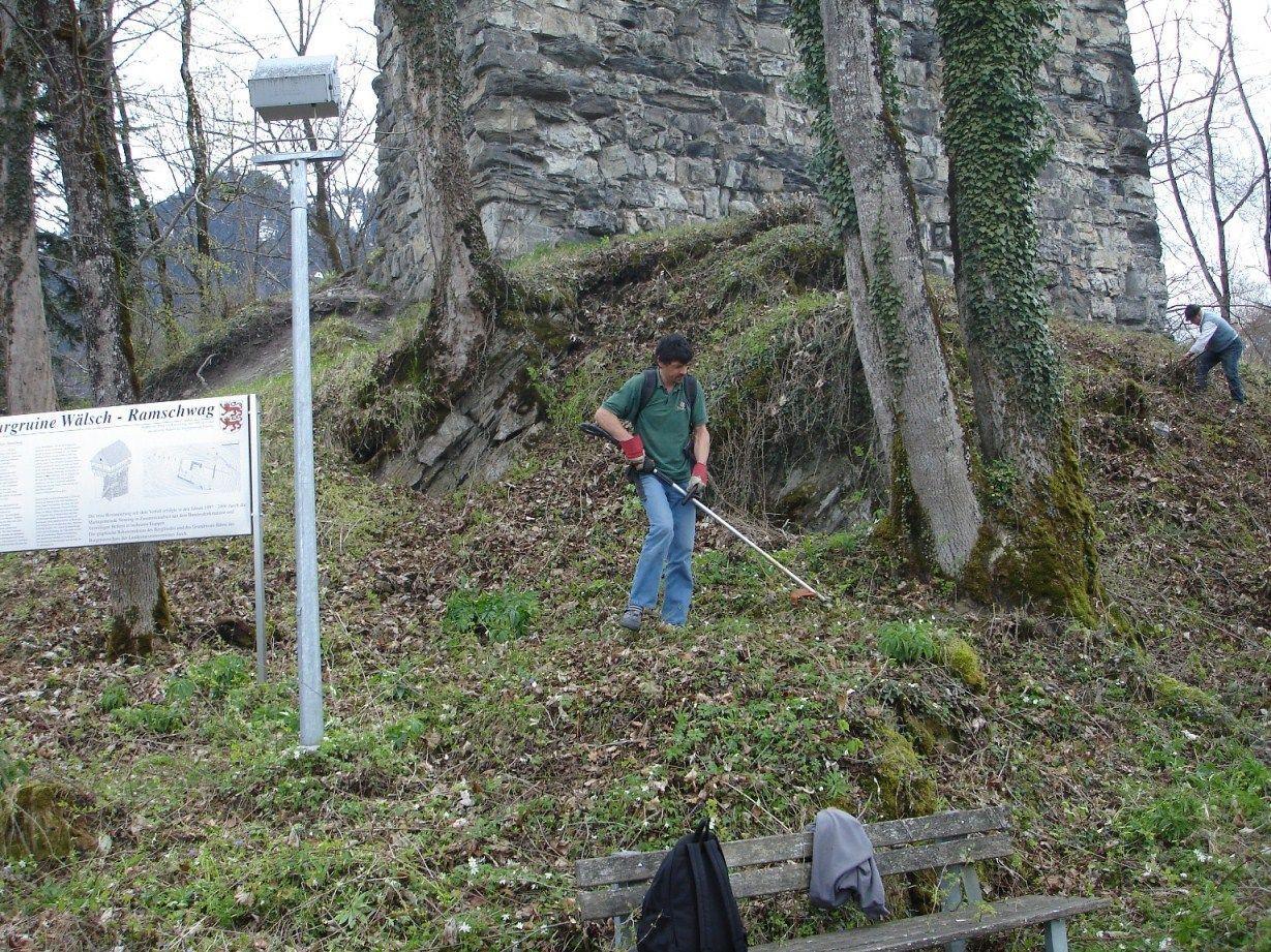 Die Gemäuer der Burgruine Ramschwag werden regelmäßig gesäubert.