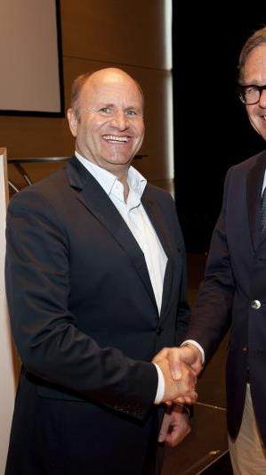 Hans-Peter Metzler übergibt Amt an Gebhard Sagmeister.