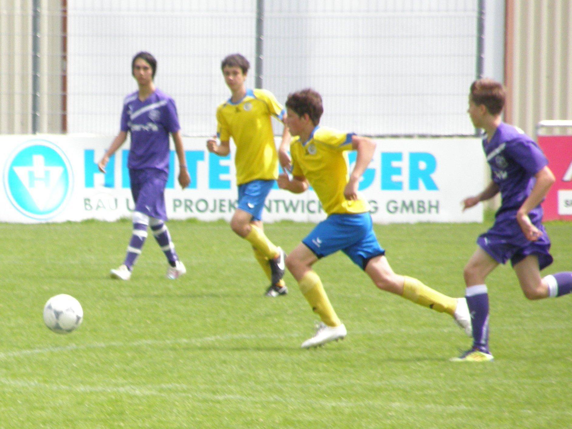 Die Hohenemser (in gelb-blau) gewannen in Bregenz.