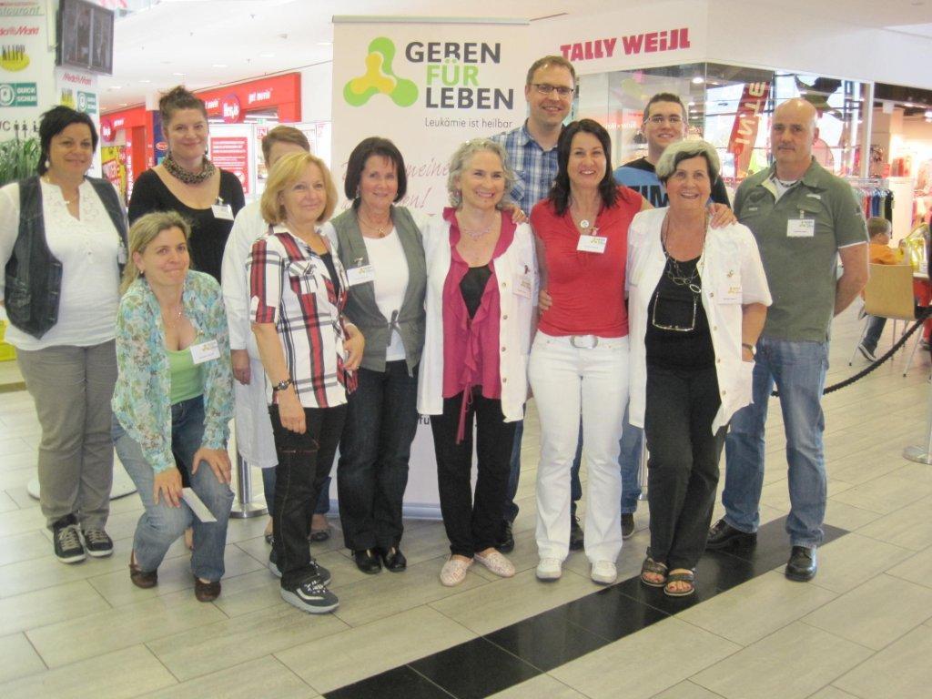 """Einige der freiwilligen Helfer bei der Bluttypisierungsaktion von """"Geben für Leben"""""""