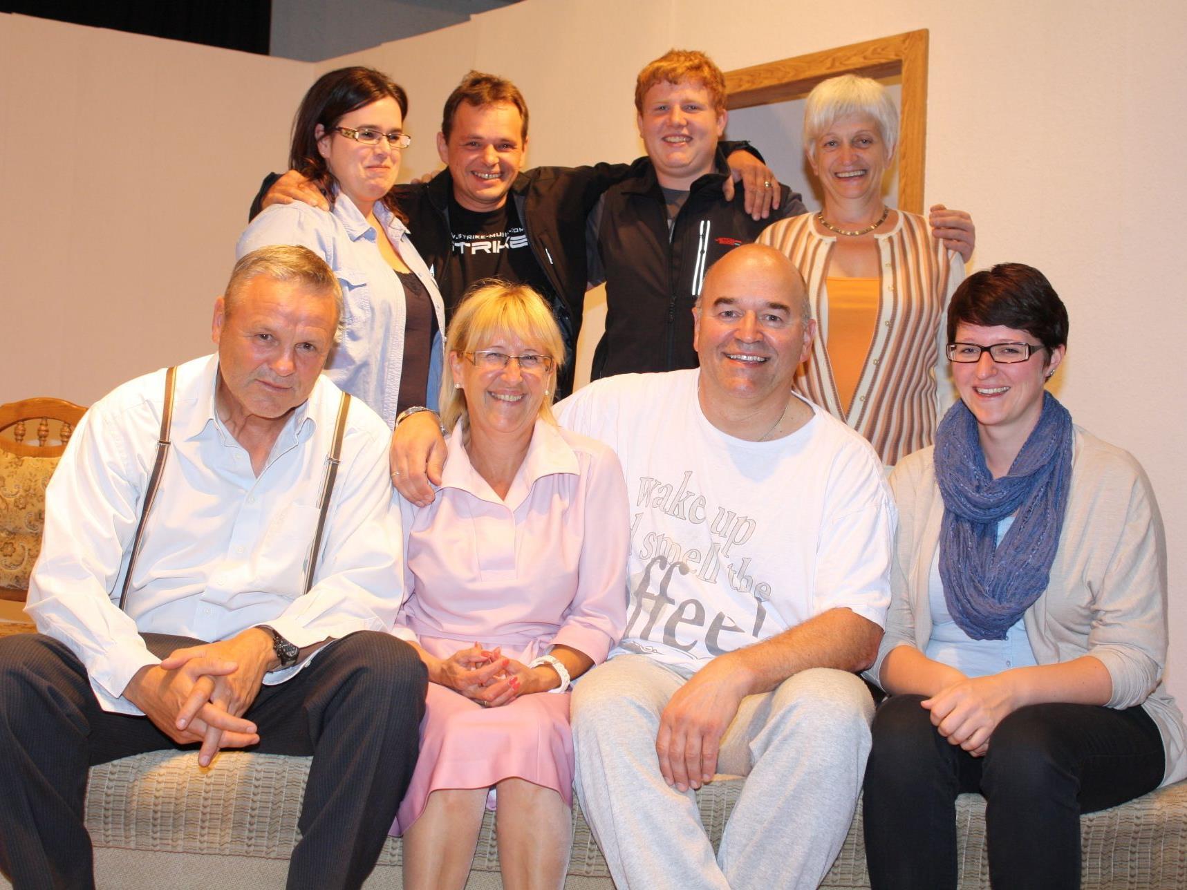 Die Schauspieler vom Theaterverein Langenegg fiebern bereits der Premiere entgegen. (Foto: MO)
