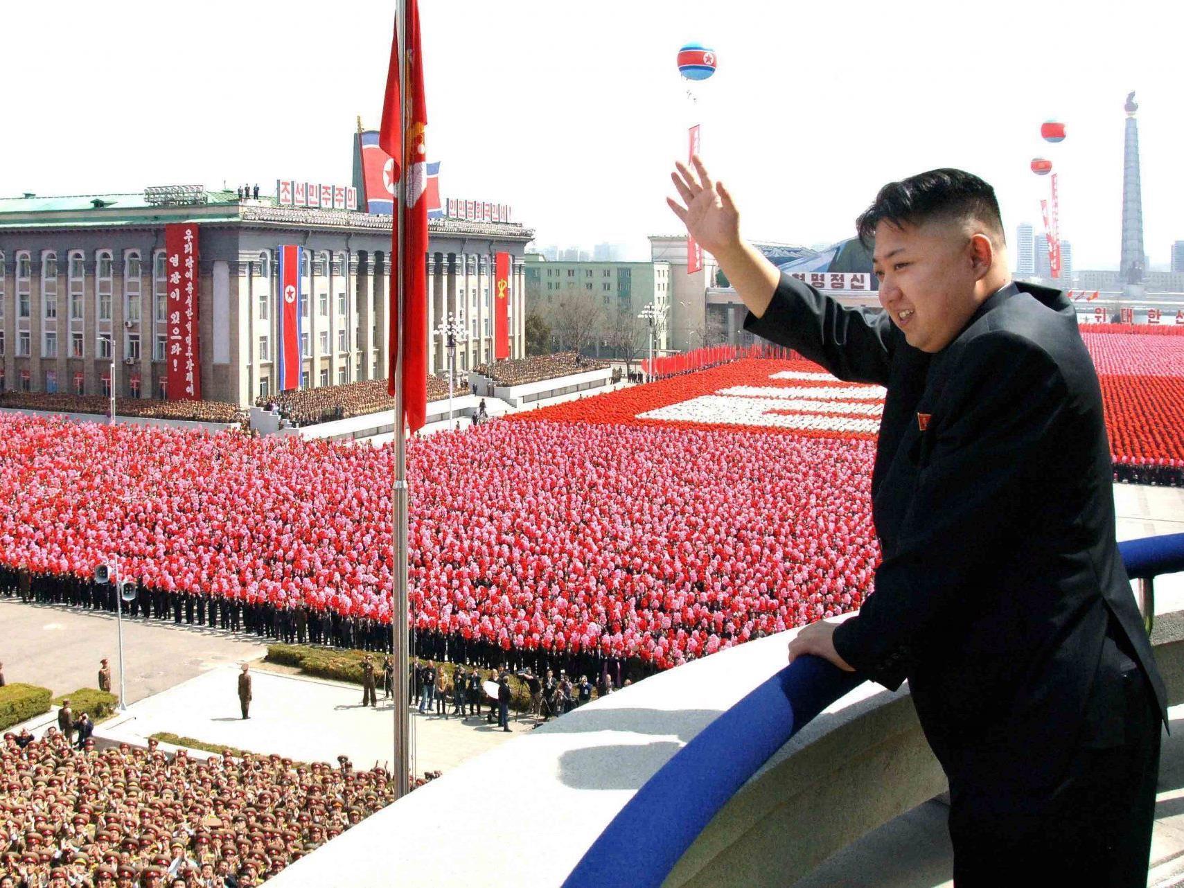 Kim Jong Un lässt sich trotz Hungers in seinem Volk vergöttern.