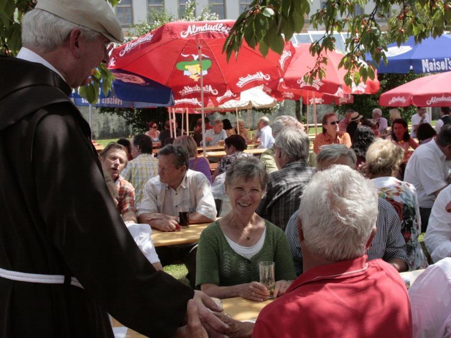 Festbesucher des Klosterfests 2011
