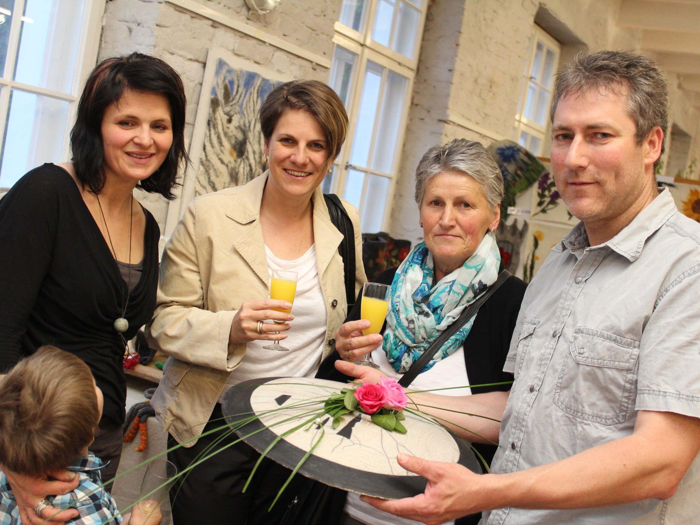 Simone Gmeiner-Stadelmann, Sandra und Sylvia Eberle, Gebhard Stadelmann.