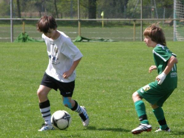 Die jungen Lauteracher (in grün) mussten sichgegen Altach  mit einem Punkt begnügen.