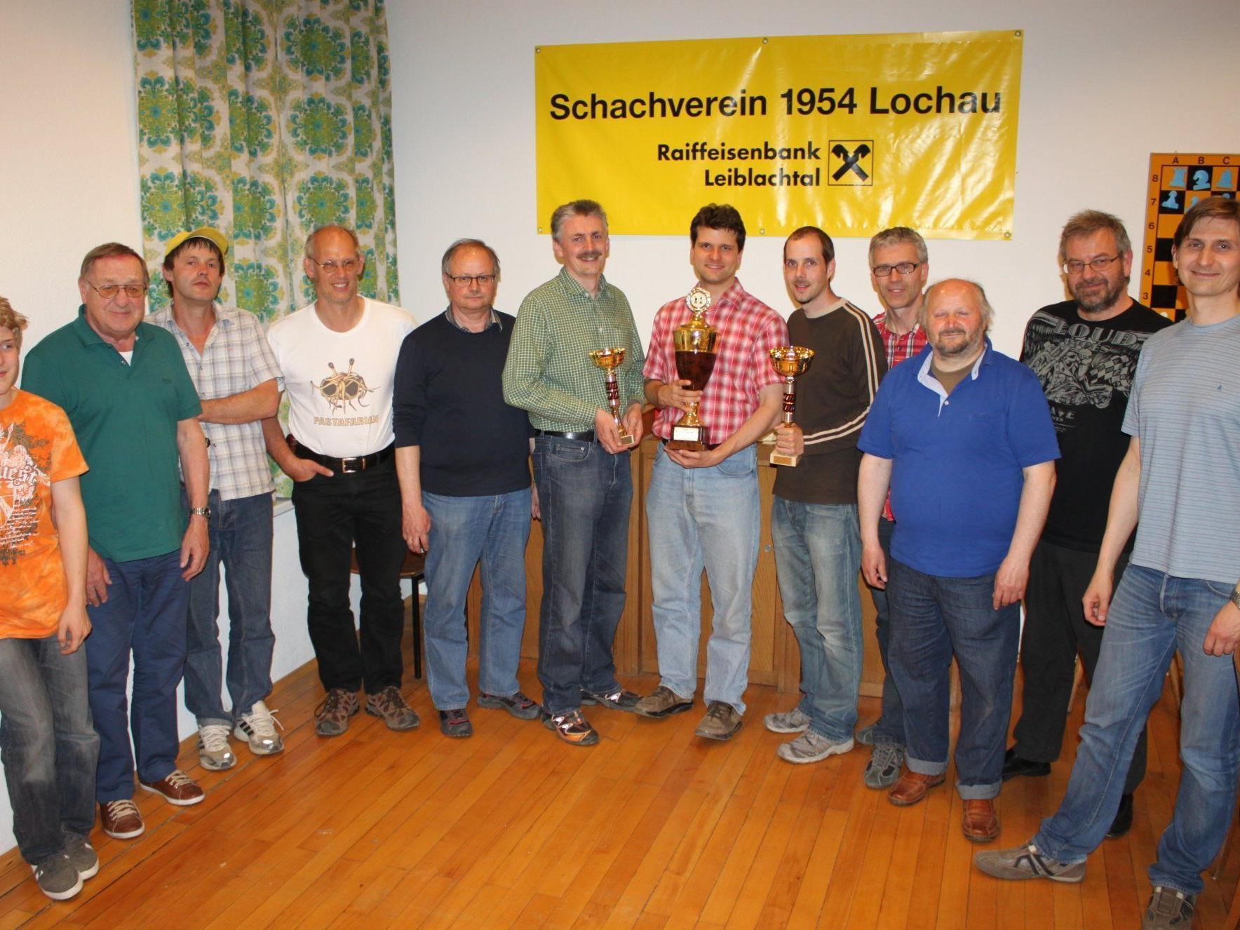 Siegerehrung der Lochauer Schach Vereinsmeisterschaft 2012 mit VM Jörg Holzmann.