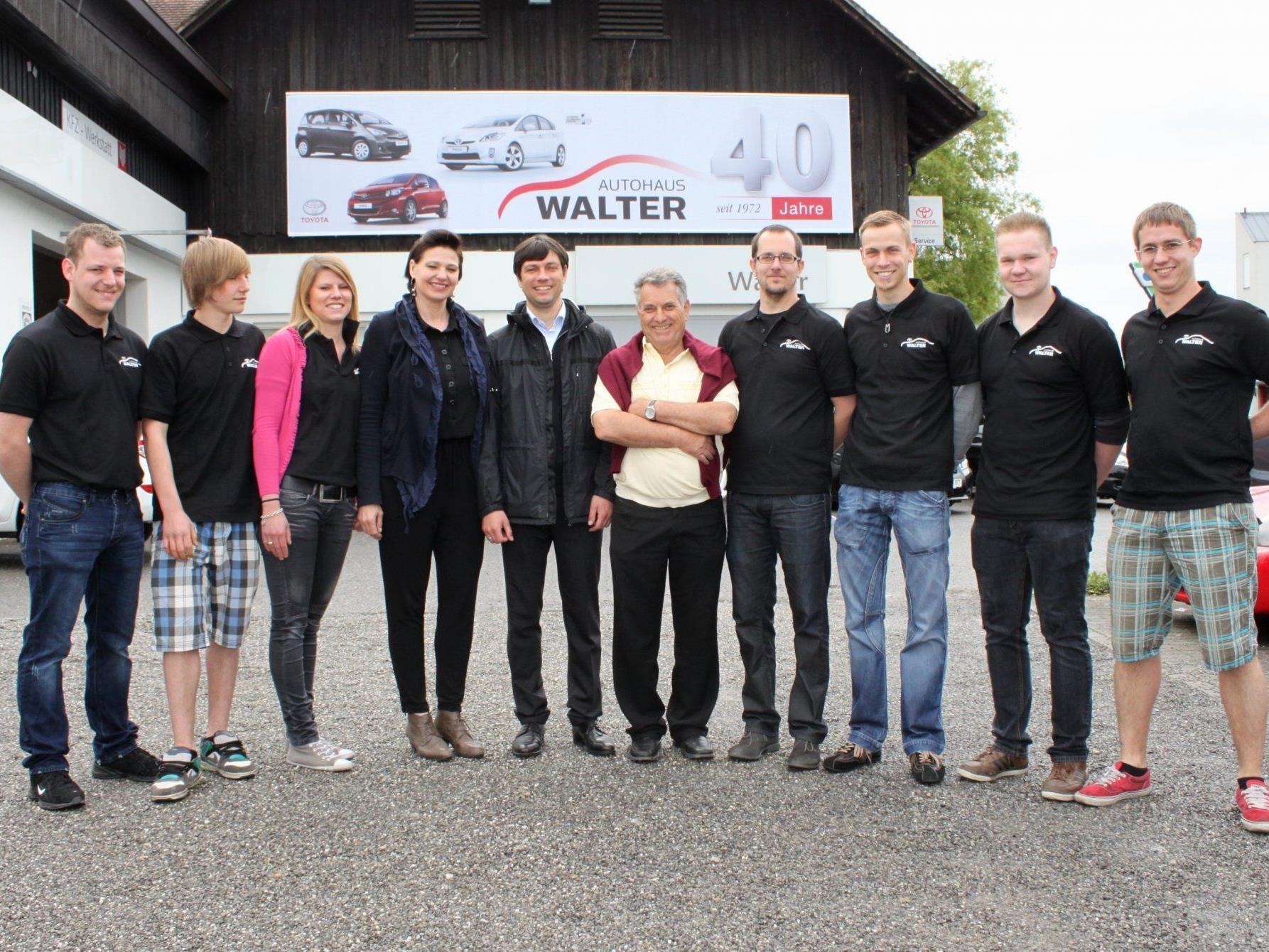 """Das erfolgreiche """"Toyota Walter""""-Team feierte zusammen mit vielen Gästen dieses Jubiläum."""